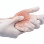 手指の関節の痛みの原因は?腫れやむくみはリウマチや痛風の可能性も?