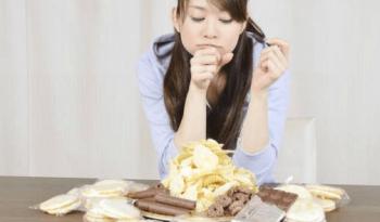 慢性的にカロリーオーバーな食事を取り続けることが糖尿病を発症する原因
