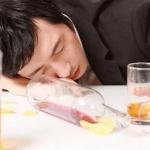 急性アルコール中毒の症状は?初期の寒気から痙攣まで段階を追って説明!