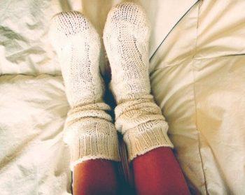寝る時には靴下をはく?